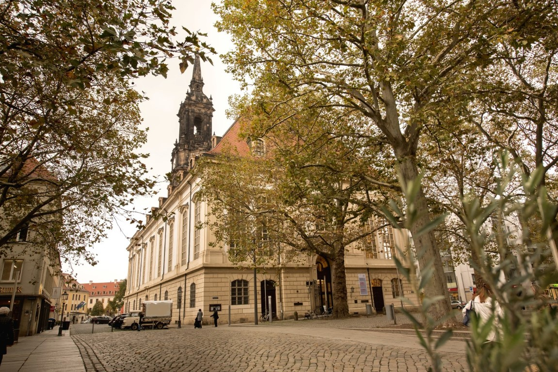 Akademie zieht in Dreikönigsforum Dresden